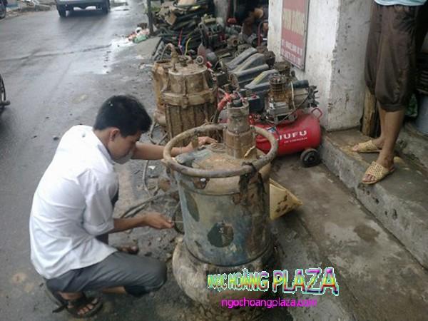 Thợ sửa máy bơm nước tại nhà long thành
