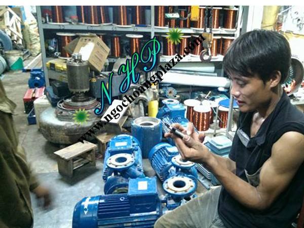 Thợ sửa máy bơm nước tại bình tân